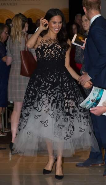 Meghan Markle dans une robe de princesse lors du gala de l'Australian Geographic Society à Sydney le 26 octobre