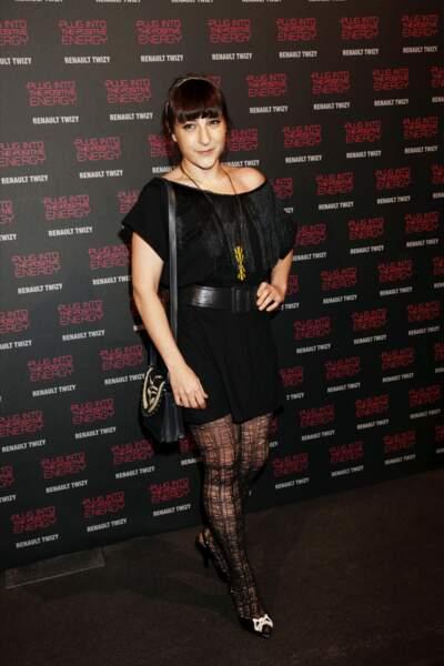 En petite robe noire et frange mutine, à la soirée de lancement de la Renault Twizy en 2012 à Paris