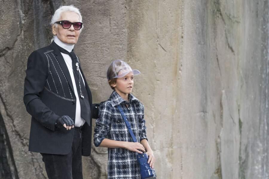 Karl Lagerfeld et son filleul Hudson Kroenig au défilé prêt à porter printemps été 2018