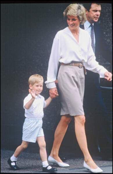 Diana et Harry rendent visite à Sarah Ferguson à la maternité pour la naissance de sa fille Beatrice d'York (1988)