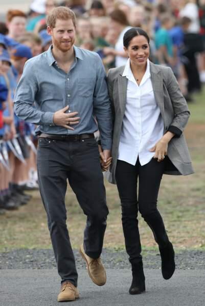 Le prince Harry et Meghan Markle arrivent à l'aéroport de Dubbo en Australie le 17 octobre 2018