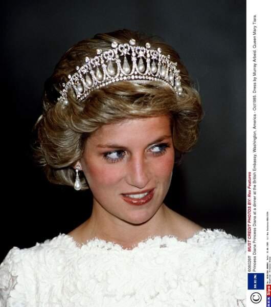 ... le diadème offert par Elisabeth II à la princesse Diana pour son mariage