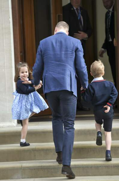 La princesse Charlotte et le prince George rendent visite à leur petit frère le prince Louis à la maternité