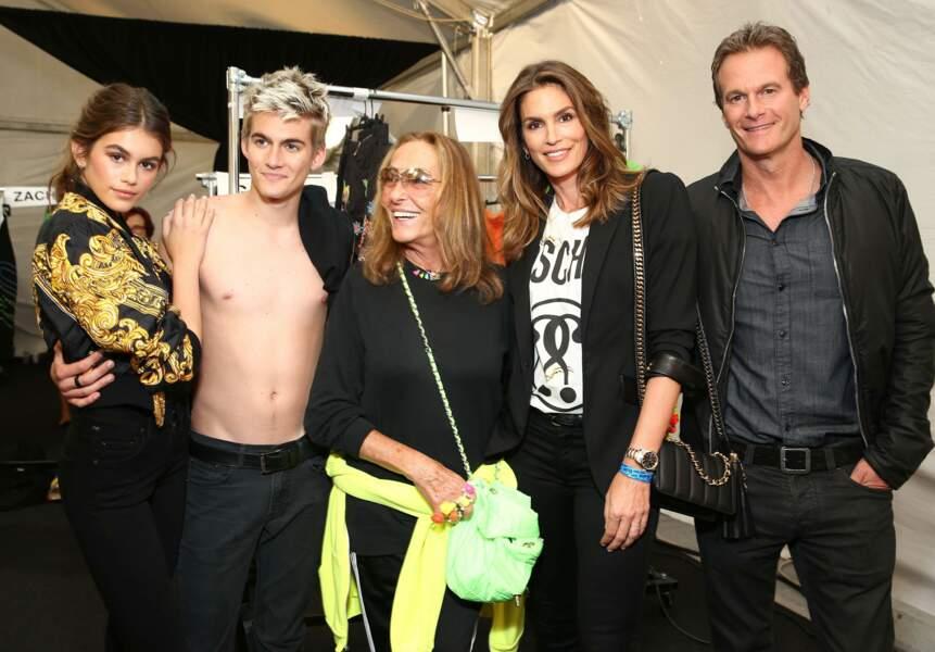 Presley Gerber: le fils de Cindy Crawford fait ses premiers pas au défilé Croisière 2017 Moschino