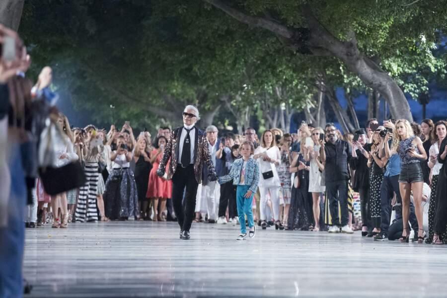 A 8 ans, lors du défilé Croisière Chanel à La Havane