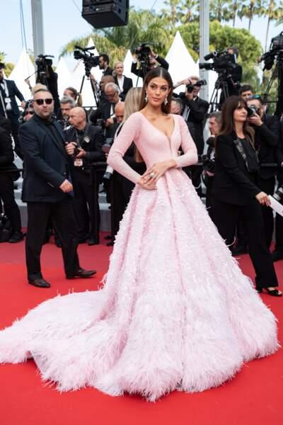 Iris Mittenaere était éblouissante dans sa robe de princesse