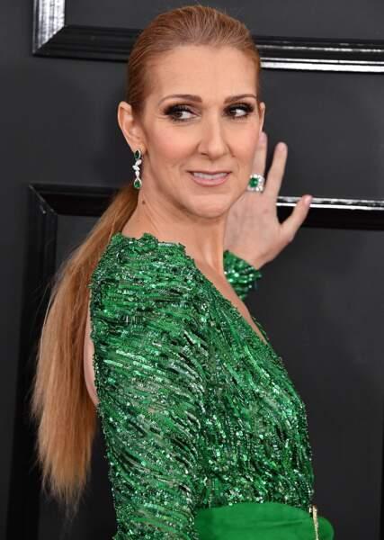 Céline Dion et ses longueurs baguettes attachés en ponytail