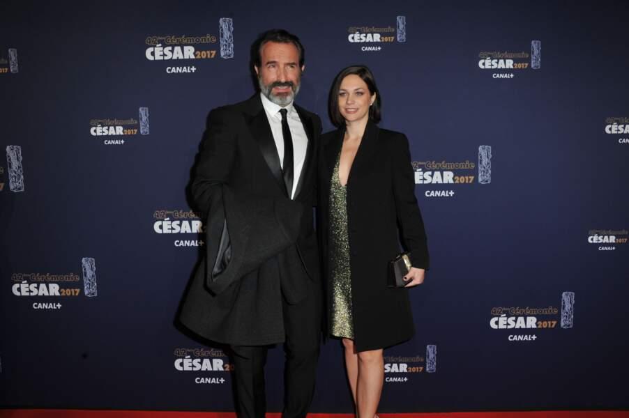 Le couple superbe sur le tapis rouge