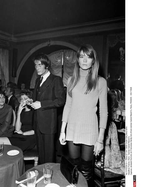 Un soir de 1968 chez Maxim's : en couple depuis un an, Jacques et Françoise sortent jusqu'à ce que Paris s'éveille.