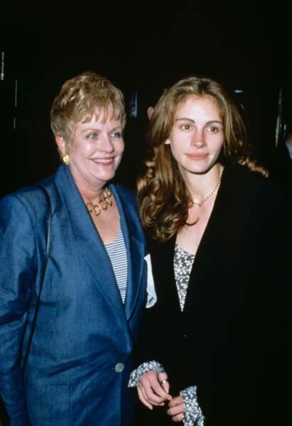 En 1993 avec sa mère, la comédienne Betty Lou Bredemus, emportée par un cancer en 2015
