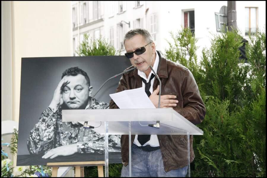 Le 29 octobre 2006, il participe à l'inauguration de la place Coluche dans le 14e arrondissement de Paris