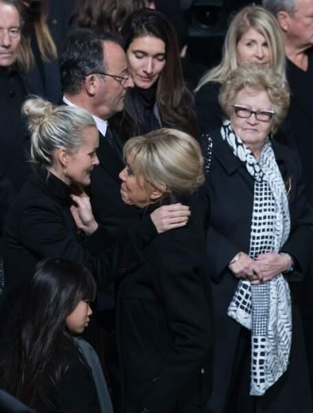 Mamie Rock aux côtés de Laeticia Hallyday, soutenue par Brigitte Macron