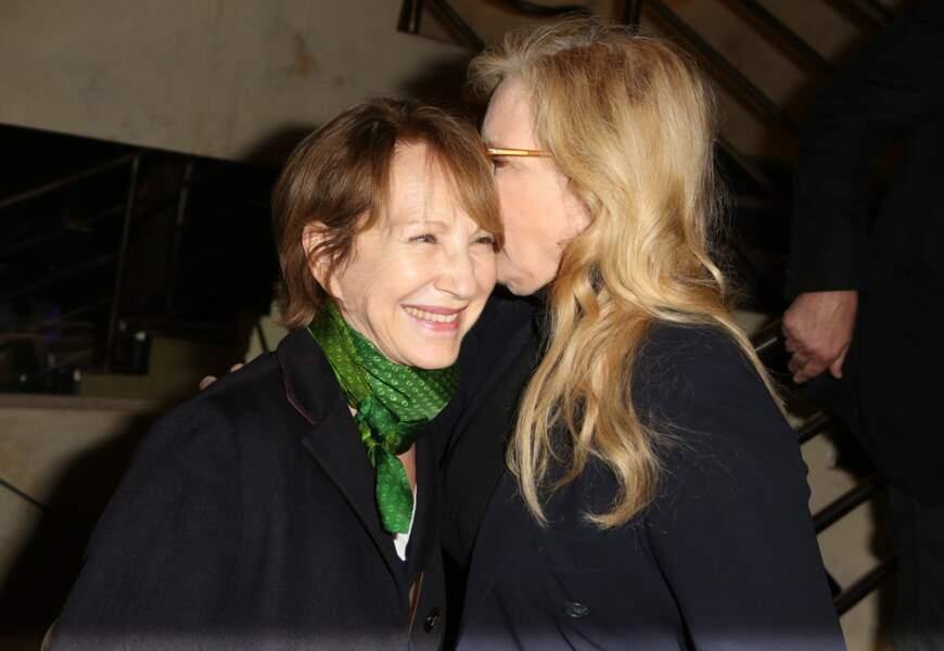 Nathalie Baye et Sylvie Vartan affichent une complicité sans faille