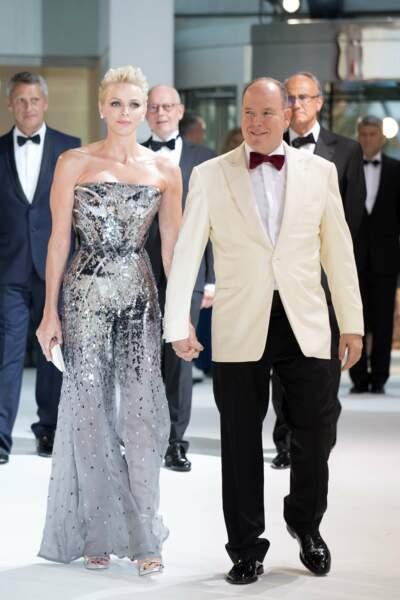 Charlène arborait une combinaison scintillante Versace