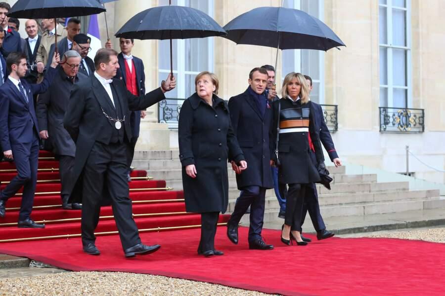 Brigitte Macron reste toujours stylée, même sous la pluie !