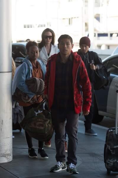 l'actrice arrive à Londres avec son clan