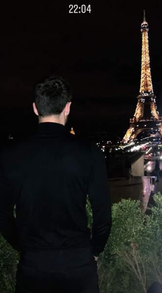 Le couple s'est offert une sortie au restaurant avec vue sur la Tour Eiffel