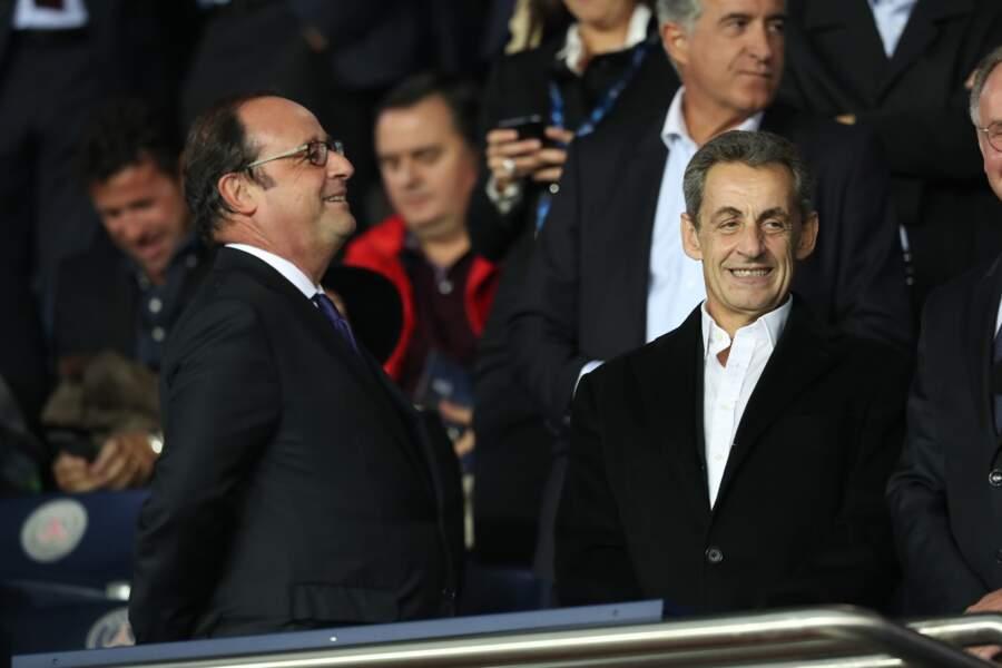 Dos à la pelouse, François Hollande ne doit pas voir grand chose du match