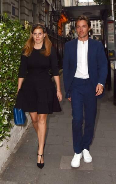 La princesse Beatrice d'York porte une élégante robe noire à son arrivée au club Annabel's à Londres, le 9 juillet