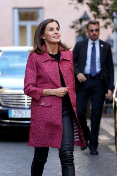 """Letizia d'Espagne arrive à une réunion """"Initiatives de formation et d'emploi pour les jeunes"""" à Madrid."""