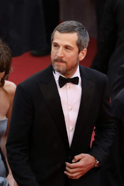"""Guillaume Canet en costume Armani, lors de la montée des marches de """"La Belle Epoque"""" à Cannes le 20 mai 2019"""
