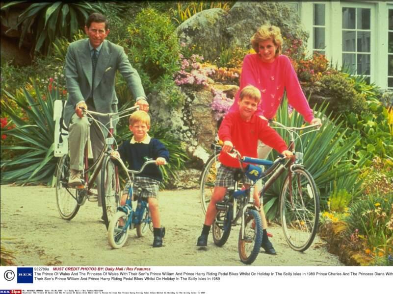 Le Prince Charles, la Princesse Diana, le Prince William et le Prince Harry en vacances sur les Iles Scilly en 1989