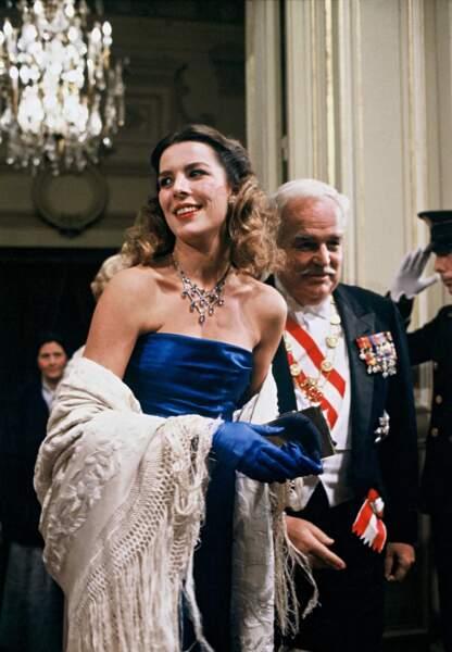 En tant que fille du prince Rainier III, premier homme de sa vie, Caroline de Monaco est la troisième en ligne dans l'ordre de succession au trône monégasque