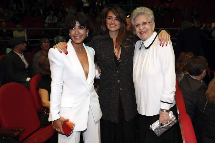 Penélope Cruz et sa belle-mère, ici avec l'actrice Inma Cuesta, ont l'habitude de s'afficher ensemble, en Espagne