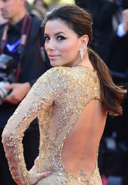 Difficile de regarder Eva Longoria dans les yeux lors de la montée des marches du film Le passé, à Cannes