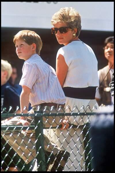 Le prince Harry et Lady Diana assistent au grand prix de Formule 1 sur le circuit de Silverstone, en 1994