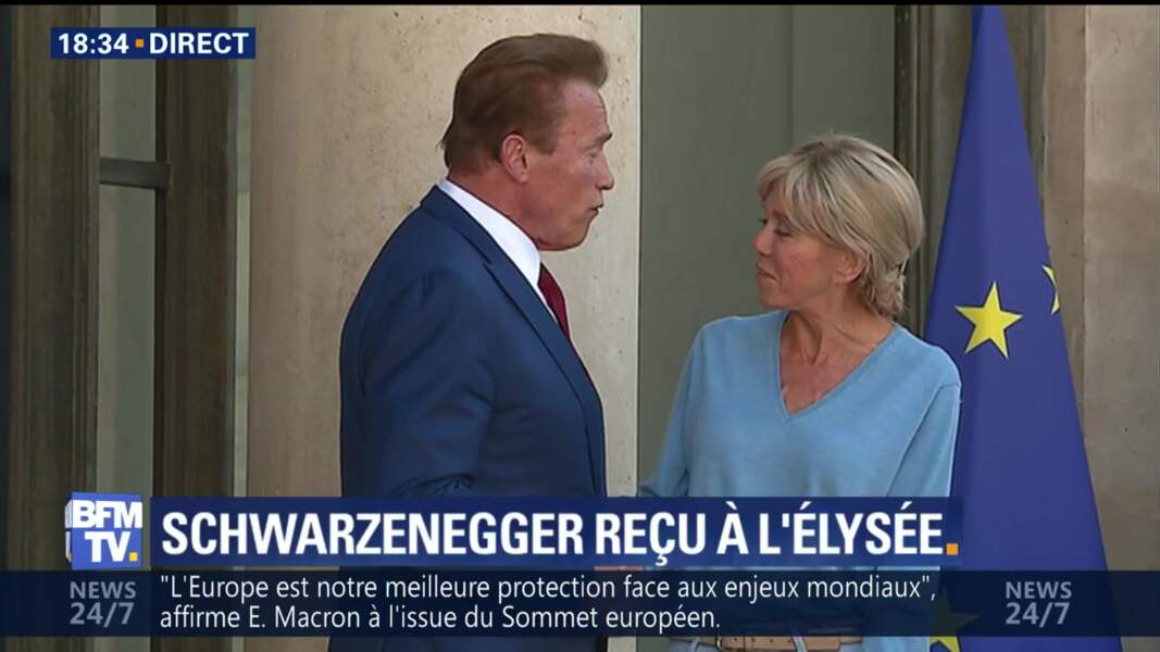Brigitte Macron et Arnold Schwarzenegger discutent quelques minutes sur le perron