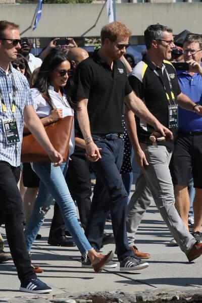 Meghan Markle porte un jean déchiré de la marque Mother