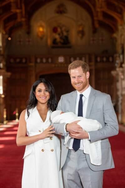 le prince Harry si fier avec son fils dans les bras