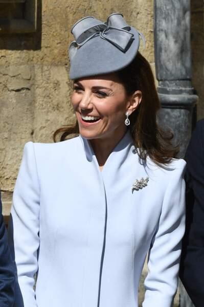 Comme le veut la tradition, Kate et William ont attendu l'arrivée de la reine, ce 21 avril 2019