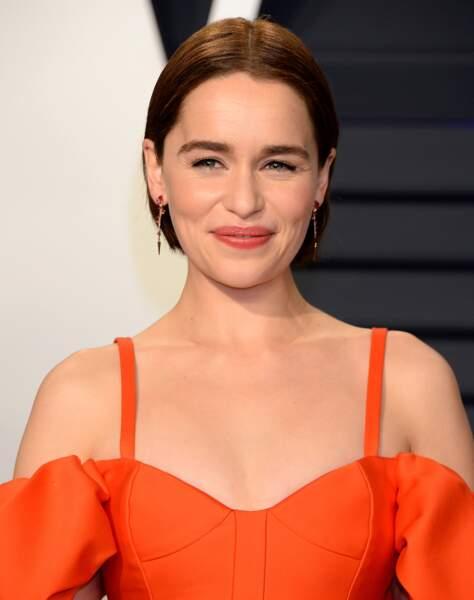 Le carré court et plaqué d'Emilia Clarke
