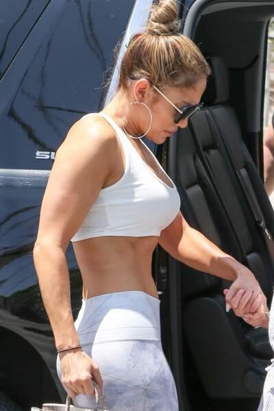 Jennifer Lopez arrive à son cours de gym avec sa fille Emme à Miami le 19 avril 2019