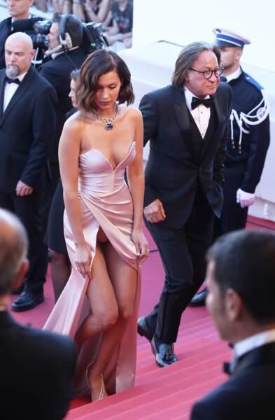 Très généreuse, Bella Hadid s'est aussi dévoilée à l'occasion du festival de Cannes 2017.