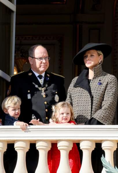 Albert II de Monaco, Charlène de Monaco très élégante et leurs enfants, la princesse Gabriella et le prince Jacques