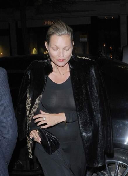 Kate Moss dans une robe moulante à Londres