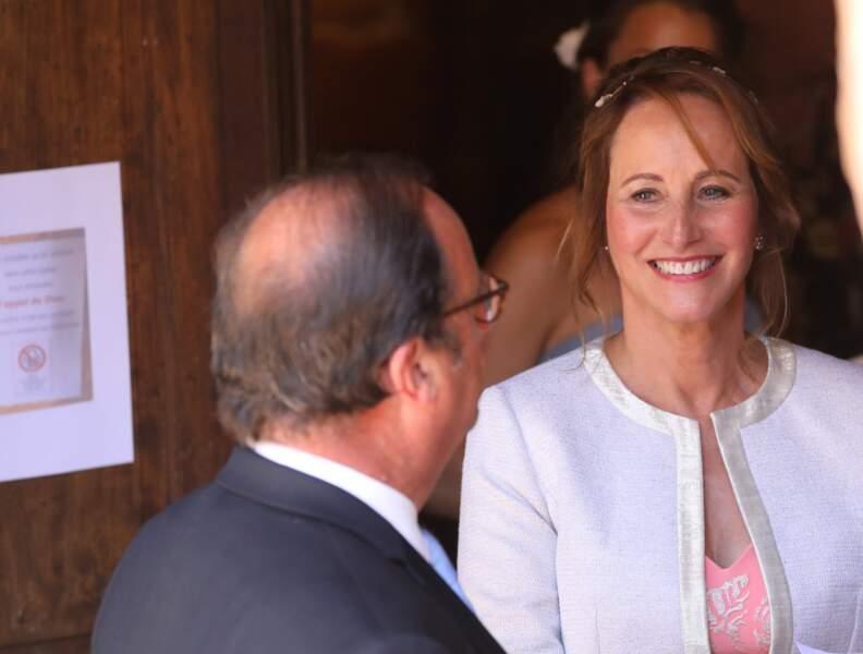 Ségolène Royal et François Hollande complices à la sortie de l'église lors du mariage de Thomas Hollande.