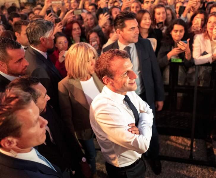 Après avoir remis la légion d'honneur à E.John, E.Macron lance en présence de la star la Fête de la Musique !