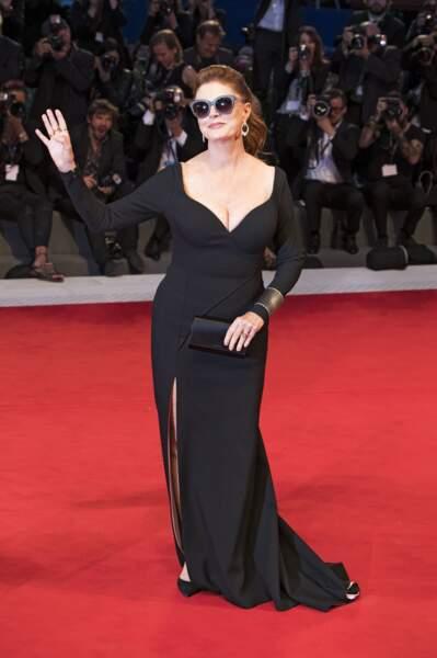 L'égérie L'Oréal Paris portait, comme souvent, des lunettes noires sur le tapis rouge