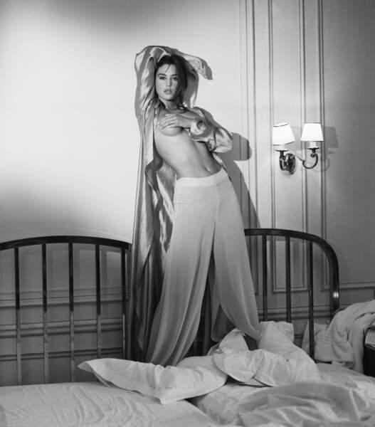 Monica Bellucci lors d'une prise de vue de mode - 1990