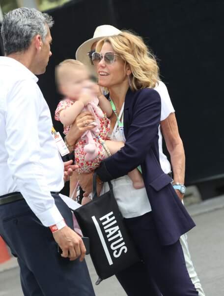 Laura Tenoudji et sa fille Bianca au Grand Prix de France au Castellet le 24 juin