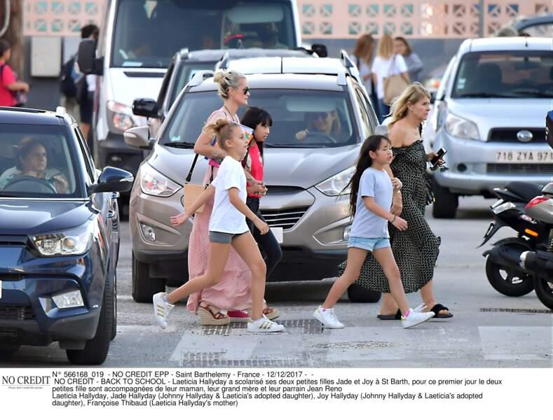 Laeticia Hallyday a scolarisé ses deux petites filles Jade et Joy à St Barth