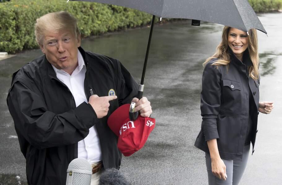 Melania Trump rejoint son mari sous la pluie