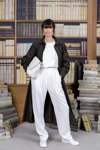 Caroline de Maigret, ultra chic en blanc immaculé et impair long