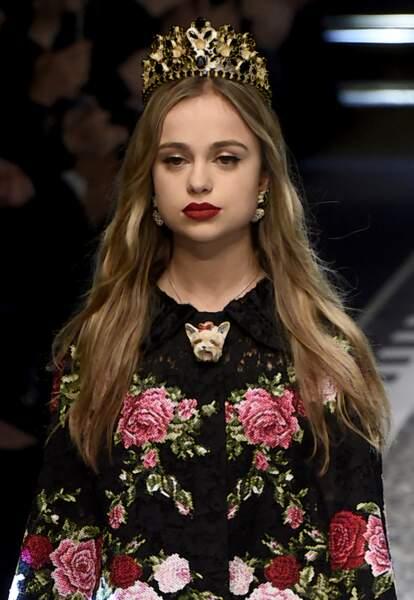 """Amelia Windsor lors du défilé de mode prêt-à-porter automne-hiver 2017/2018 """"Dolce & Gabbana"""" à Milan"""