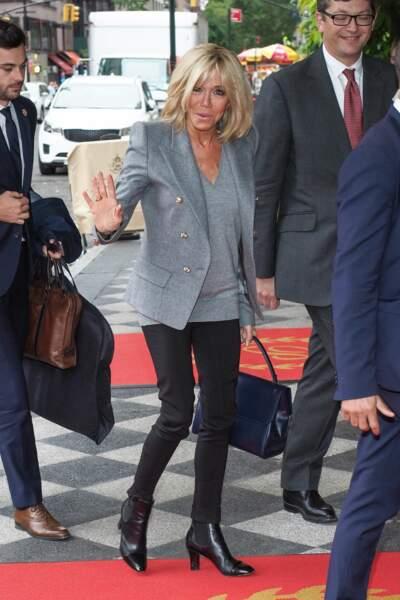 Brigitte Macron séjourne à l'hôtel 'The Pierre' durant son passage à New York