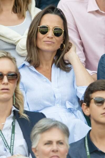 Pippa Middleton en robe chemise bleue